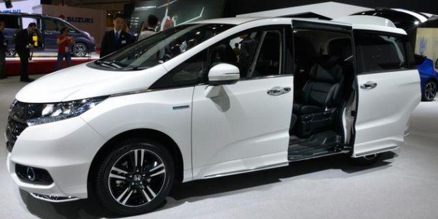 2017 Honda Odyssey side
