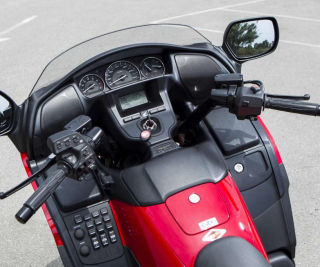 2018 Honda Goldwing dashboard