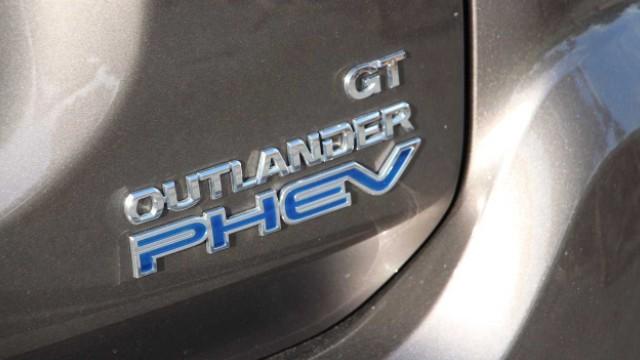 2021 Mitsubishi Outlander PHEV trim levels