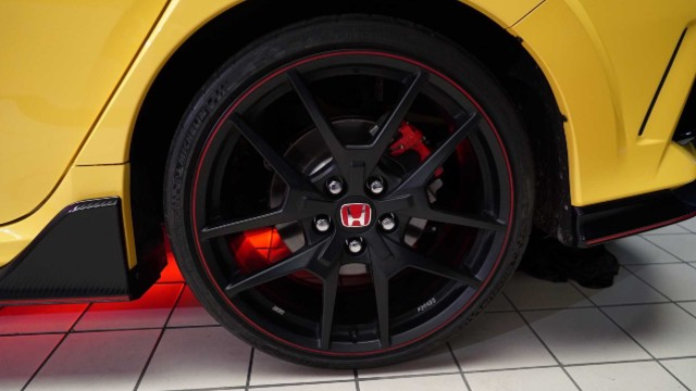 2021 Honda Civic Type-R Limited wheels